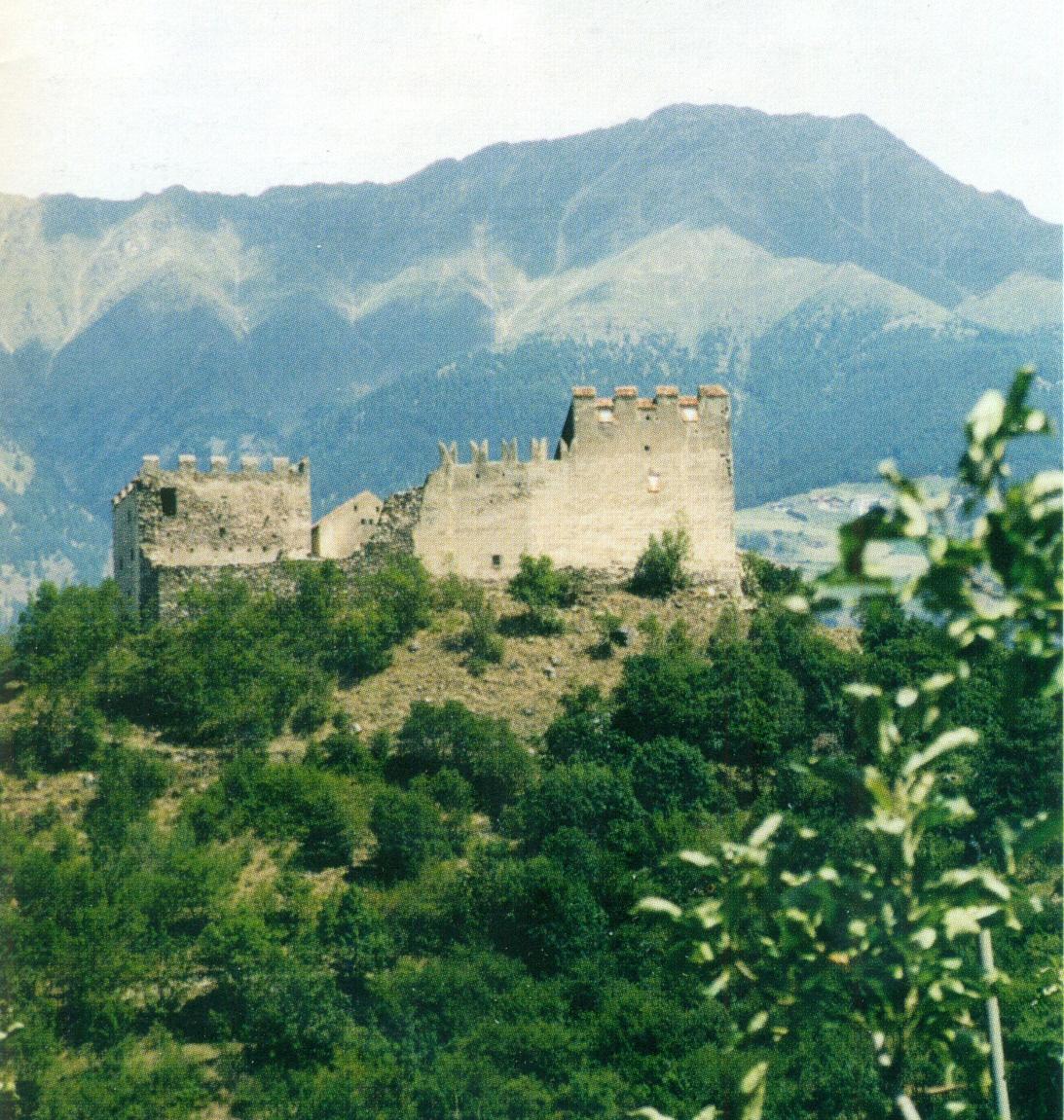 Die Burg Obermontani, in beherrschender Lage am Eingang des Martelltales bei Morter im Vinschgau, beherbergte eine wertvolle Bibliothek. Diese wurde um 1833 aufgelöst, der Bestand an Handschriften und Büchern verkauft und unwiederbringlich zerstreut.